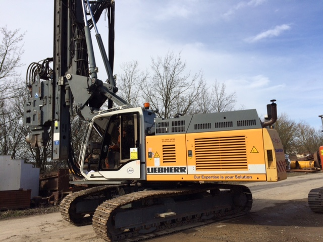 LIEBHERR LRB125 piling rig with 1100H vibratory hammer
